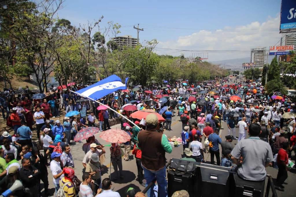 Honduras: Luchas contra la privatización de la educación y la salud – El  Megafono