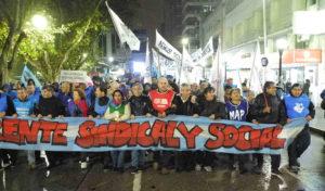 Marcha del Frente Sindical y Social. Numerosas y multitudinarias concentraciones y movilizaciones del Frente constituido por gremios de la CGT, CTA, y organizaciones sociales de la ciudad se dieron lugar por la calles de Río Cuarto contra las polìticas sociales y económicas de Mauricio Macri.